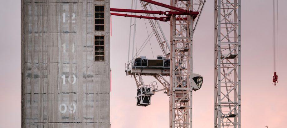 Czy umowa przedwstępna uprawnia do dysponowania nieruchomością na cele budowlane?